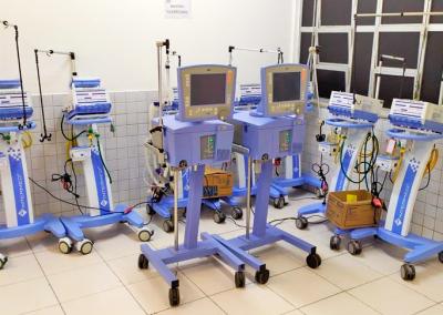 Ventiladores mecânicos consertados em projeto garantem funcionamento de 74 leitos de UTI
