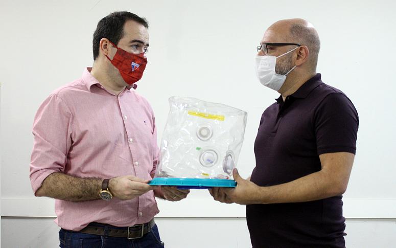 Saúde do Ceará recebe doação de capacetes Elmo feita pelo Fortaleza Esporte Clube