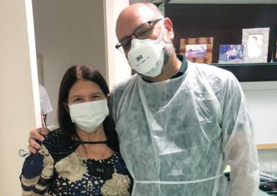 Um ano após recuperação, primeira paciente a utilizar o capacete Elmo celebra a vida